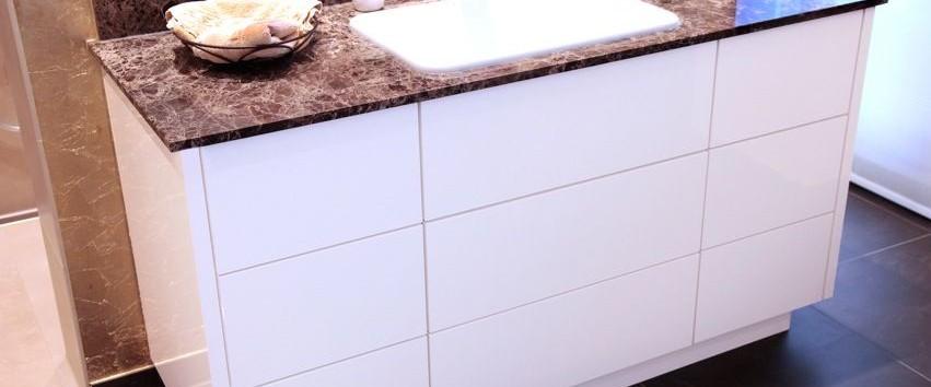 Naturstein waschtisch unterschrank grifflos weiss for Küchen unterschrank wei hochglanz