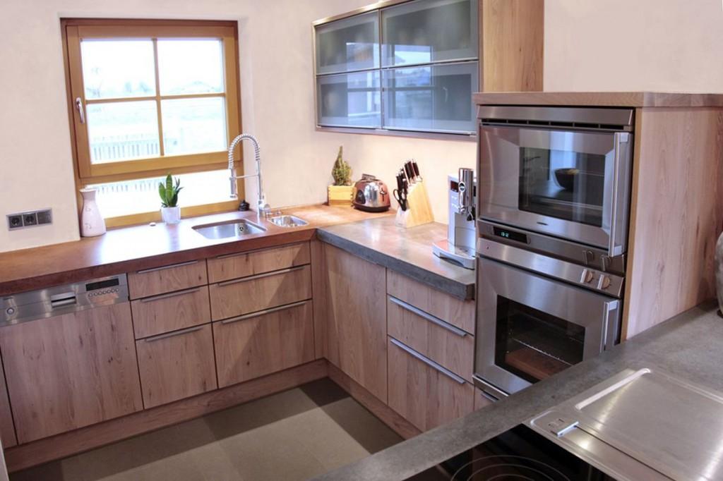 küche rüster weiß gewachst, beton-arbeitsplatte, edelstahl-griffe