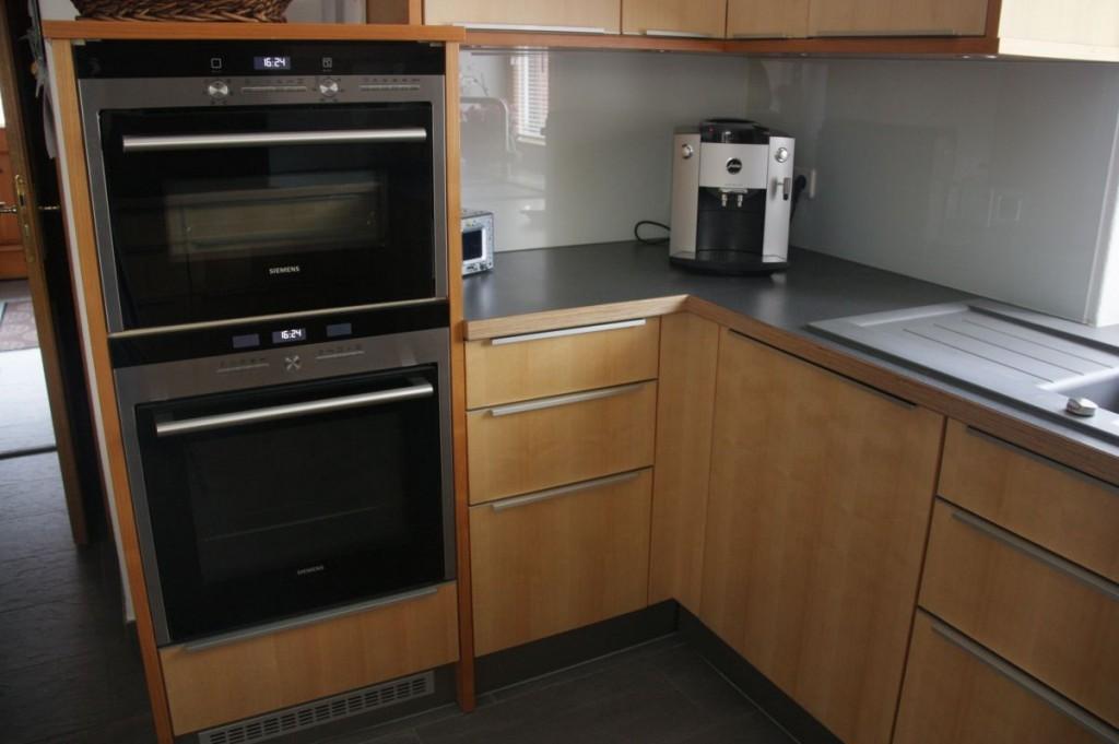 Küche Ahorn-Kirschbaum, HPL-Arbeitsplatte Grau, Edelstahl-Griffe ... | {Arbeitsplatte küche grau 69}