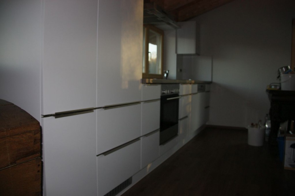 Küche Weiß Hochglanz, Hpl-Arbeitsplatte, Edelstahl-Griffe