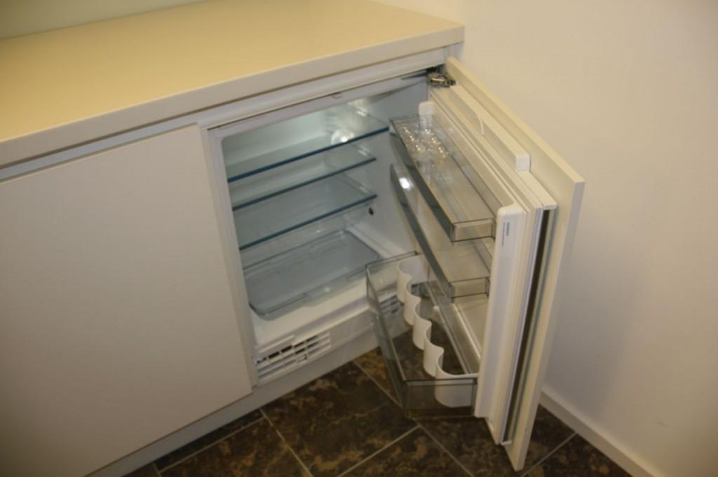 Siemens Kühlschrank Klein : Küche weiß grifflos corian arbeitsplatte klein schreinerei